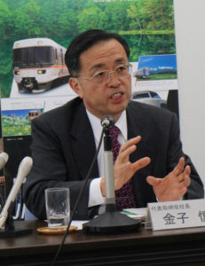 新幹線での事件について説明するJR東海の社長の写真
