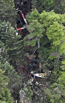 山にぶつかったヘリコプターの写真