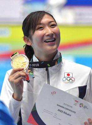 水泳の池江璃花子選手の写真