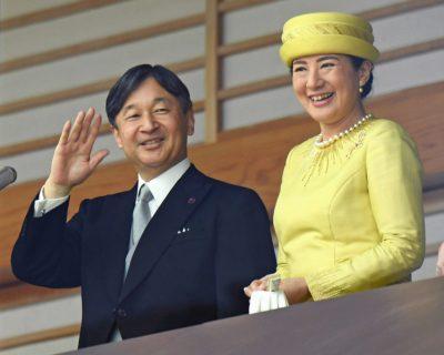 新しい天皇と皇后の写真